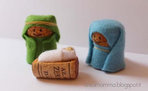 Mini presépio simples feito com rolha de garrafa