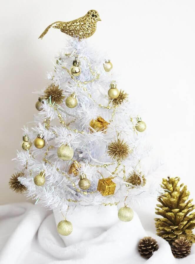 enfeites dourados para árvore de natal branca pequena Foto The Holk