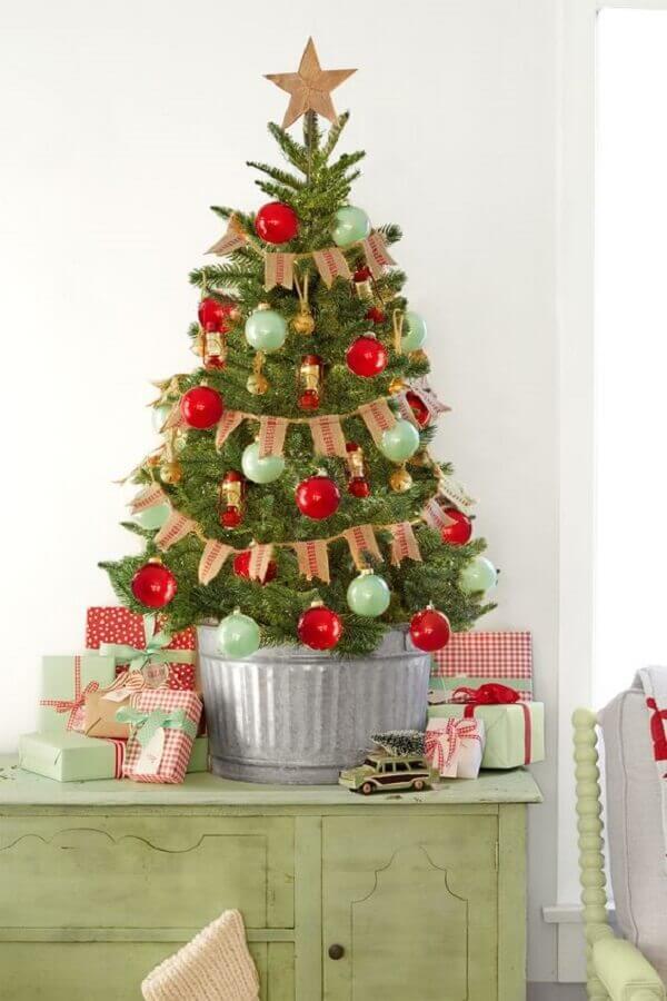 enfeites para decoração de árvore de Natal pequena Foto Country Living Magazine