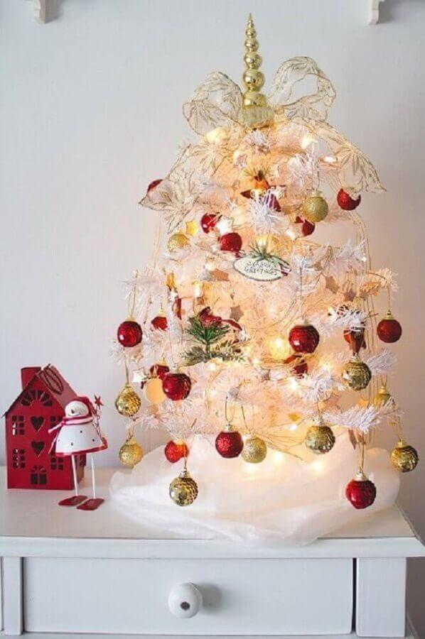 enfeites vermelhos e dourados para árvore de natal branca pequena Foto Cantinho das Blogueiras