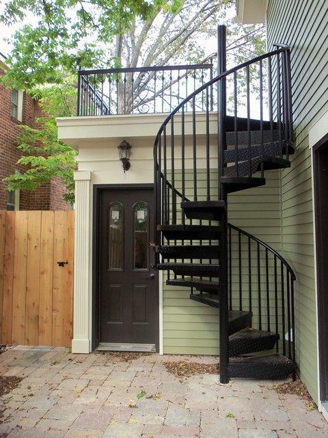 escada externa - escada caracol de metal preto
