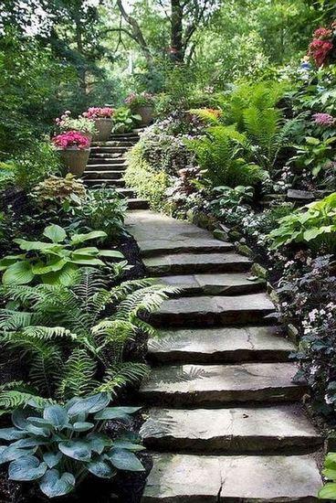 escada externa - escada de pedra em jardim
