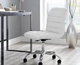 escritório decorado com cadeira giratória branca  Foto The House Depot