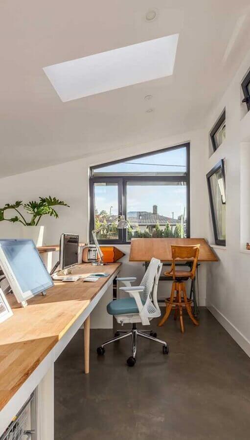 escritório decorado com cadeiras giratórias diferentes Foto Pinterest