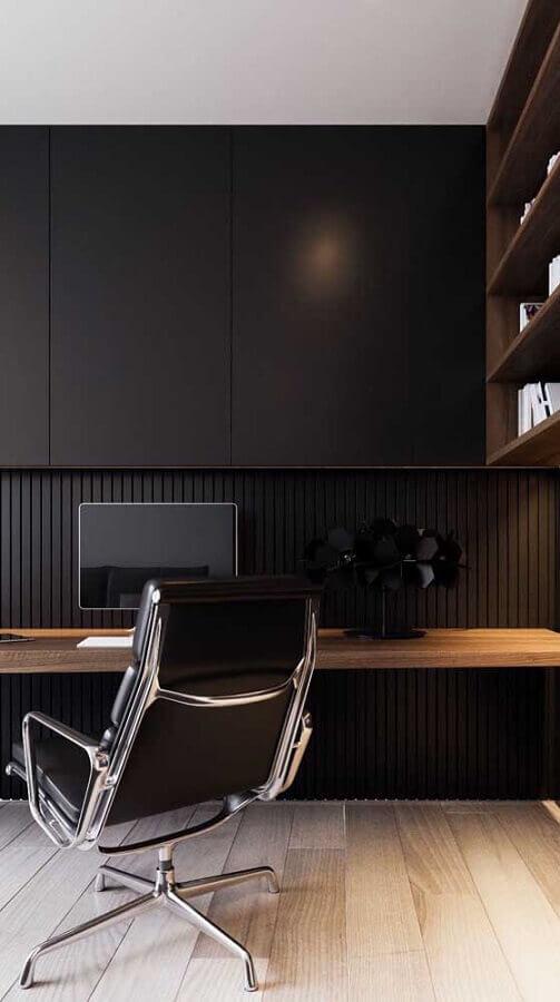escritório moderno decorado com bancada de madeira e cadeira giratória com braço Foto Pinterest