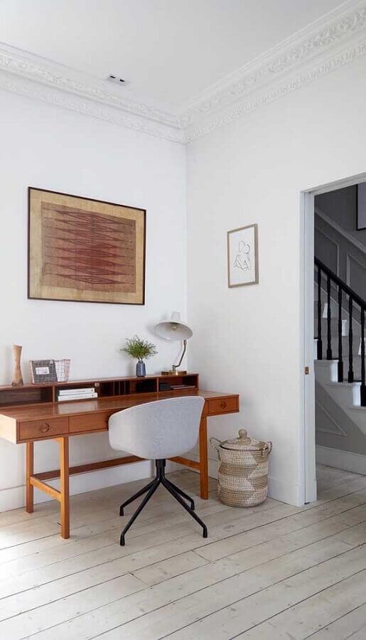 escrivaninha de madeira com cadeira decorativa giratória Foto Pinterest