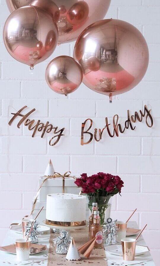 Festa de 18 anos simples em rosé gold