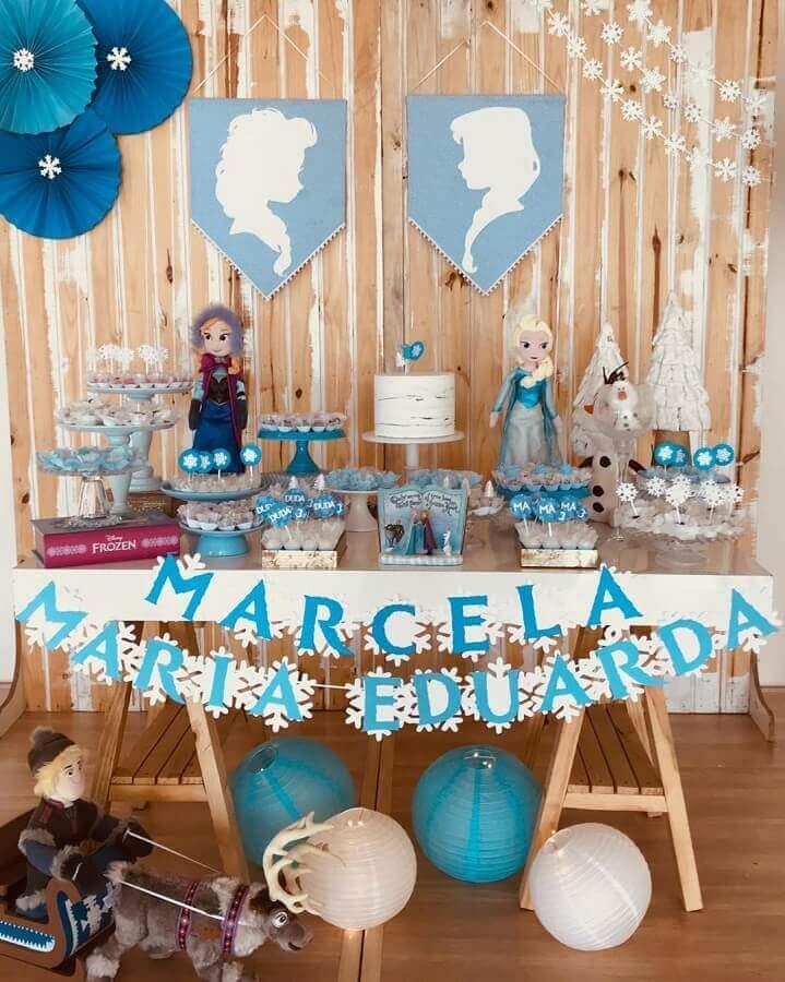 festa da frozen simples com decoração rústica Foto Mika Atelie
