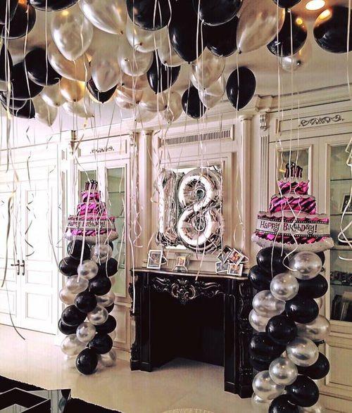 festa de 18 anos com balões metalizados