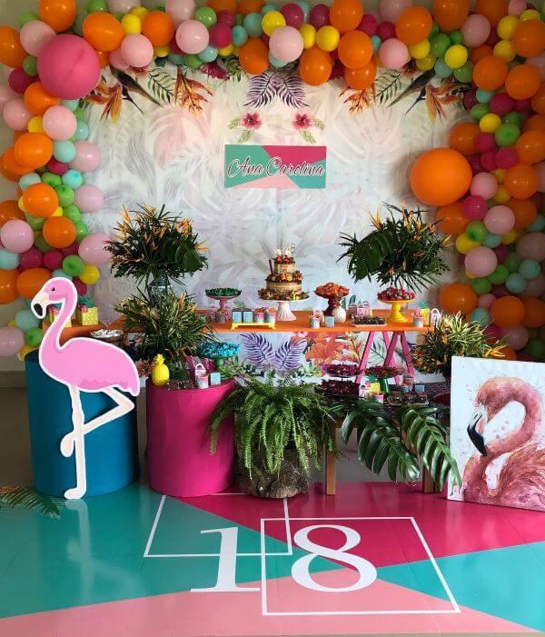 Festa de 18 anos com tema tropical