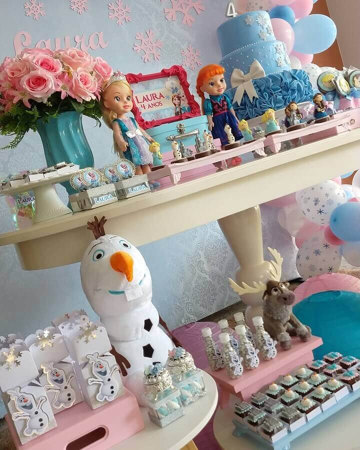 festa de aniversário da frozen com decoração azul e rosa Foto UP Mimos