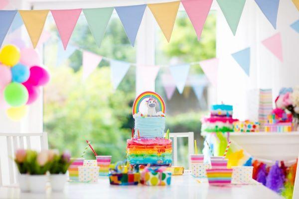 Festa de aniversário simples e colorido