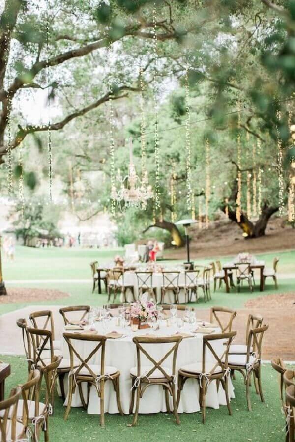 festa de casamento no campo com mesas redondas Foto Architectural Home Styles