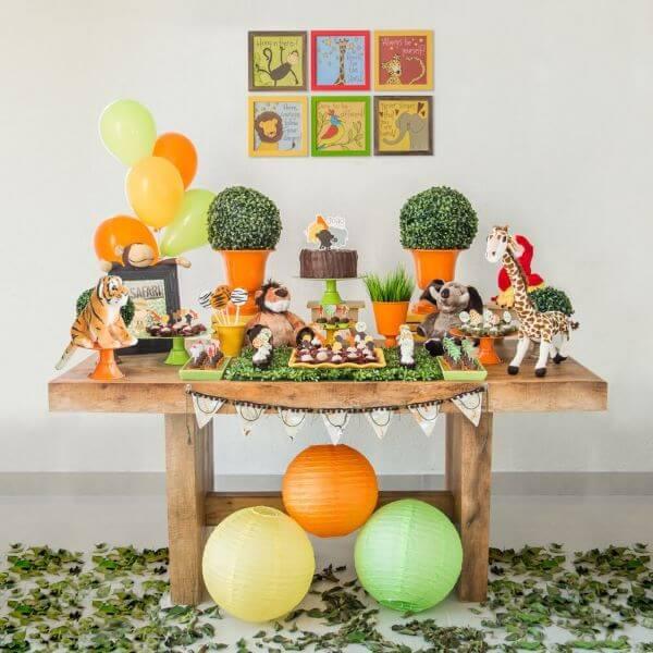 Festa safári com decoração de festa simples