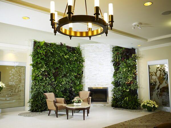 O jardim vertical artificial trouxe ainda mais elegância e sofisticação ao ambiente