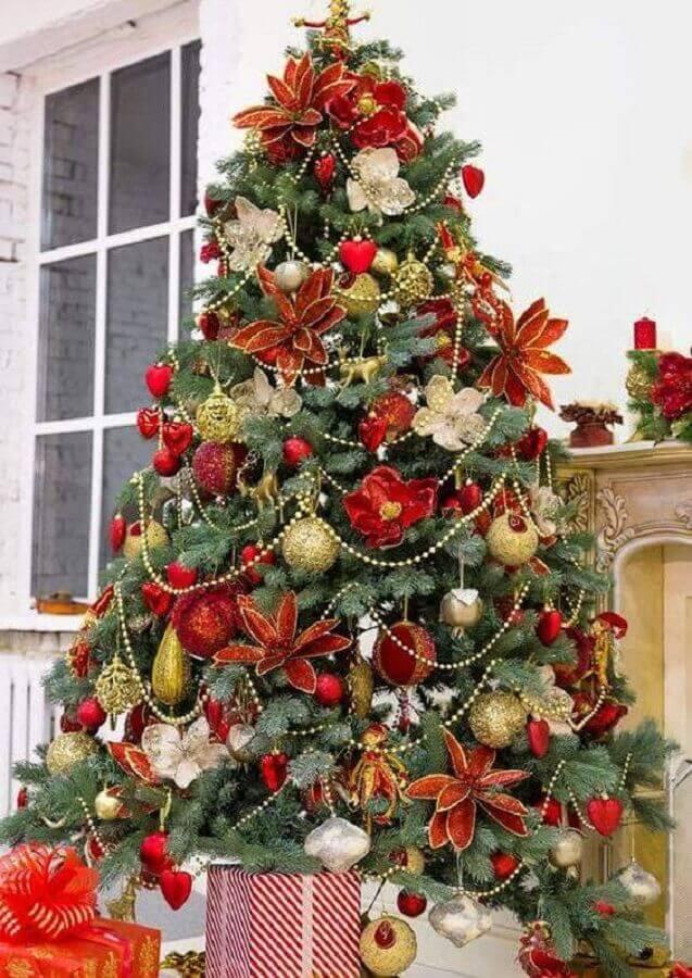 flores e bolas para enfeites de árvore de natal l Foto Pinterest