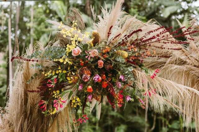 Flores para casamento com capim dos pampas e rosas