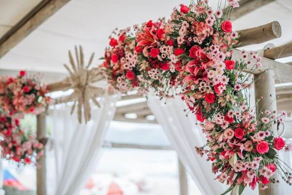 Flores para casamento no arco