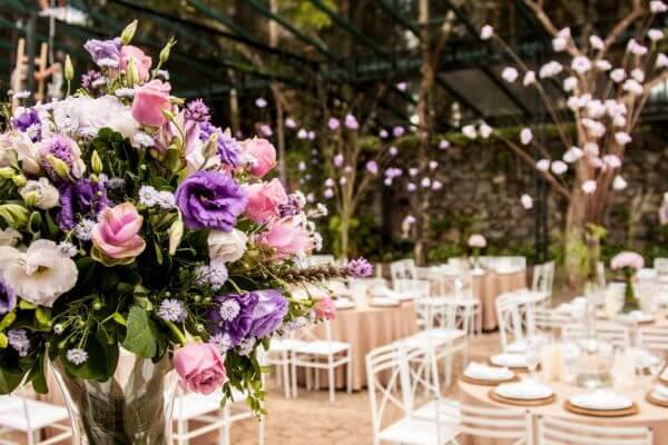 Flores para casamento com rosas e lisianthus