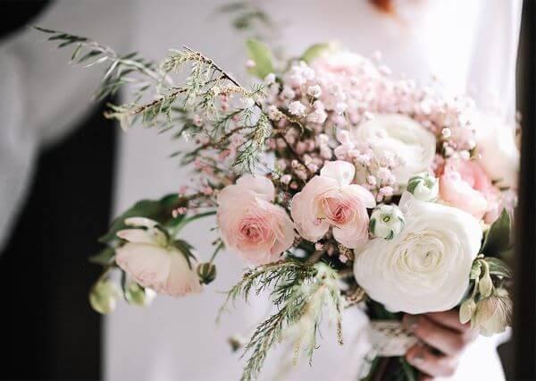 Buquê de noiva com as flores para casamento lisianthus