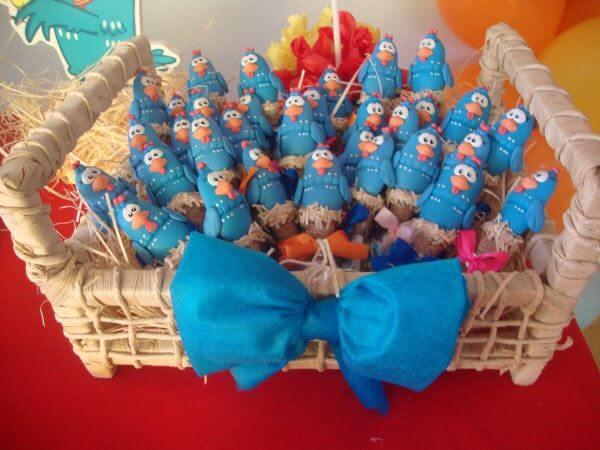 Lembrancinhas de aniversário galinha pintadinha de doces