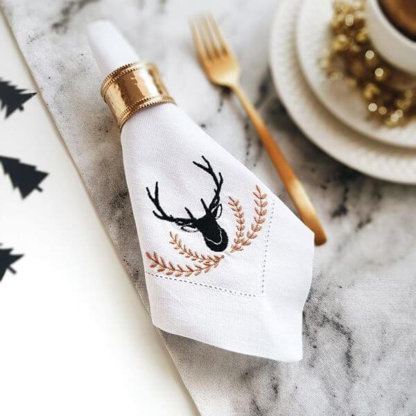 Guardanapo de tecido bordado para mesa posta de natal