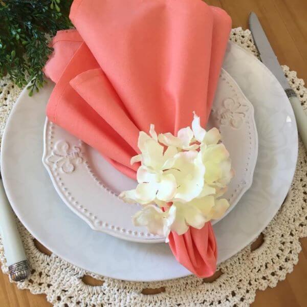 Guardanapo de tecido coral com porta guardanapos off white