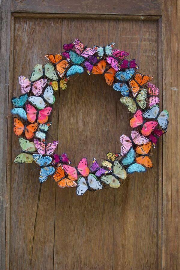 Guirlanda com borboletas de papel