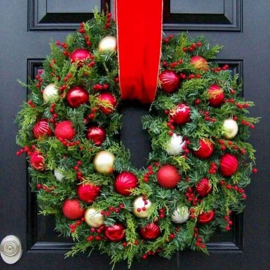 garland decorated with balls for Christmas decoration Foto Pinterest