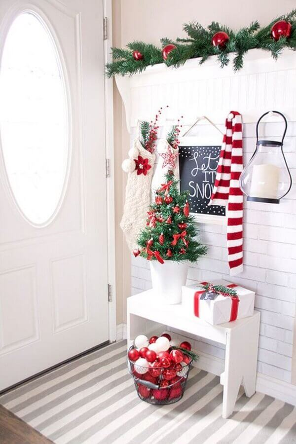 entrance hall with Christmas decoration Foto CraftHoot