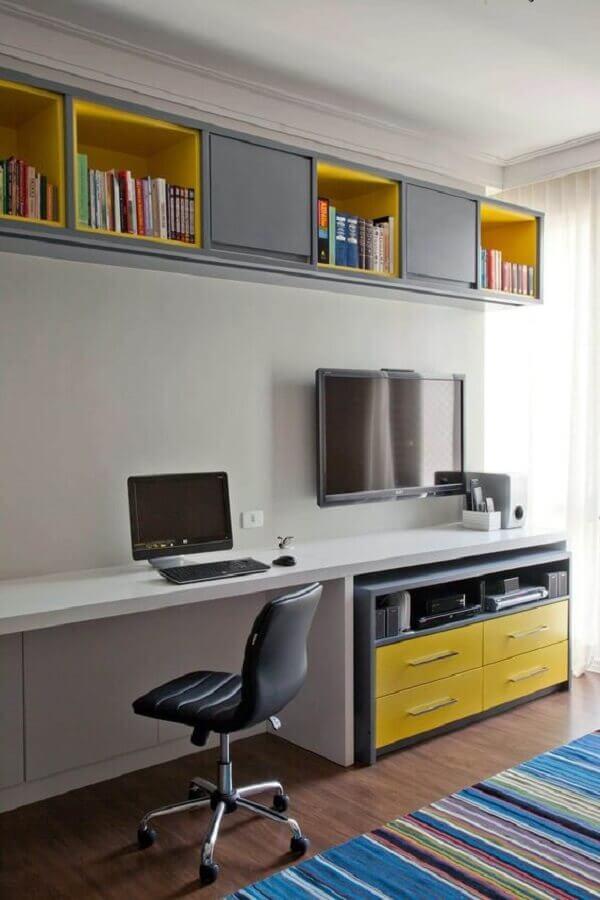 home office decorado com cadeira giratória simples Foto Pinosy