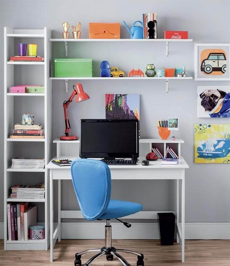 home office simples decorado com cadeira giratória sem braço azul Foto Pinterest