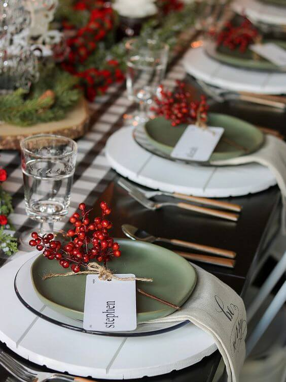 Ideias para decorar a mesa de natal com verde e vermelho