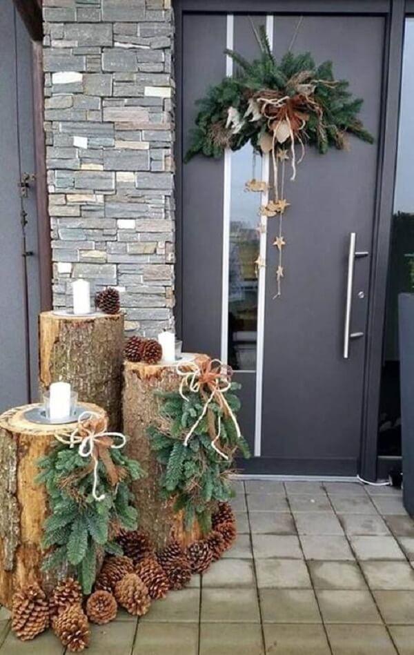 Enfeite de natal para porta seguindo decoração rústica
