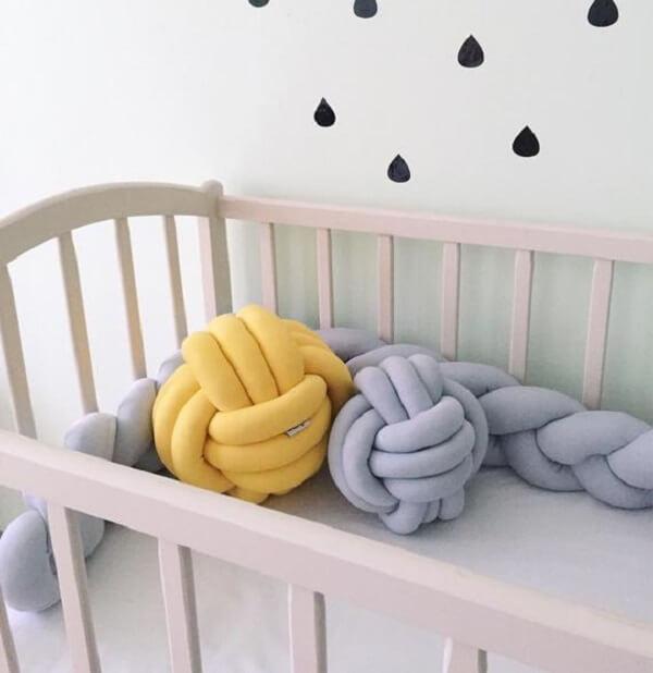 Invista em almofadas de nó para o quarto do bebê