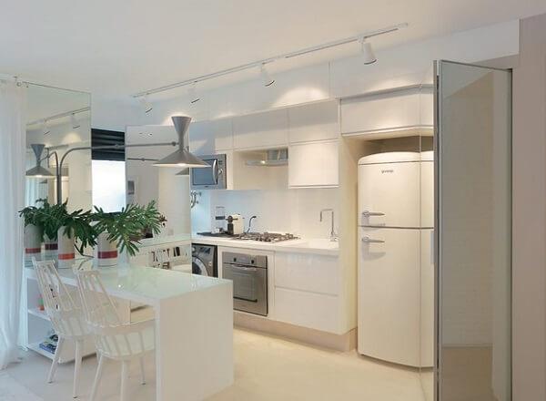 Iluminação pontual da cozinha traz elegância ao espaço