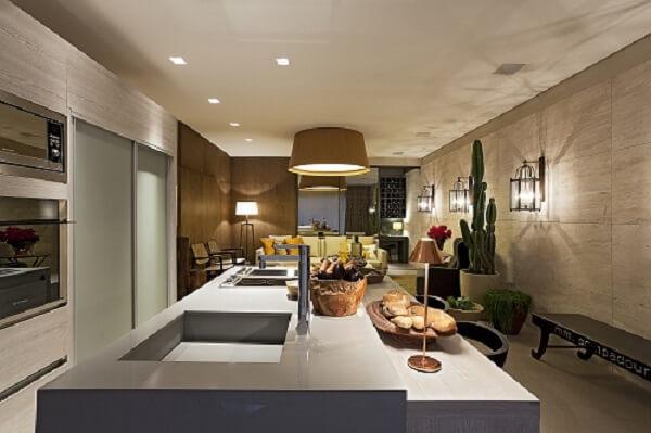 Cozinha americana com Spot de luz quadrado embutido
