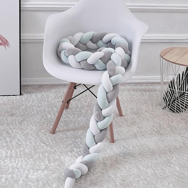 As tramas da almofada de nó quando desenroladas ficam compridas