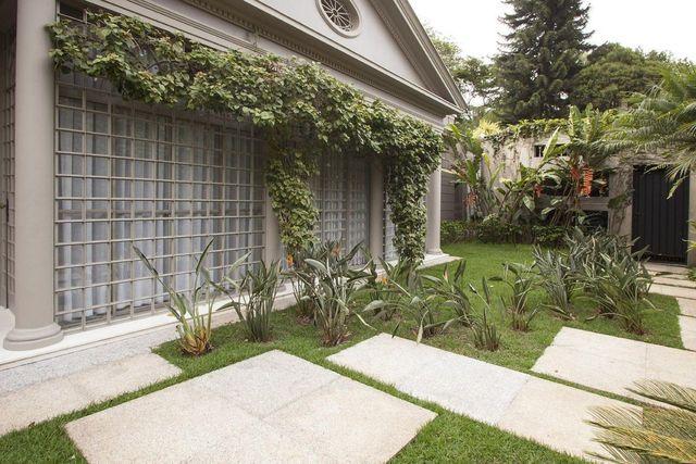 jardim residencial - área externa com janela grande