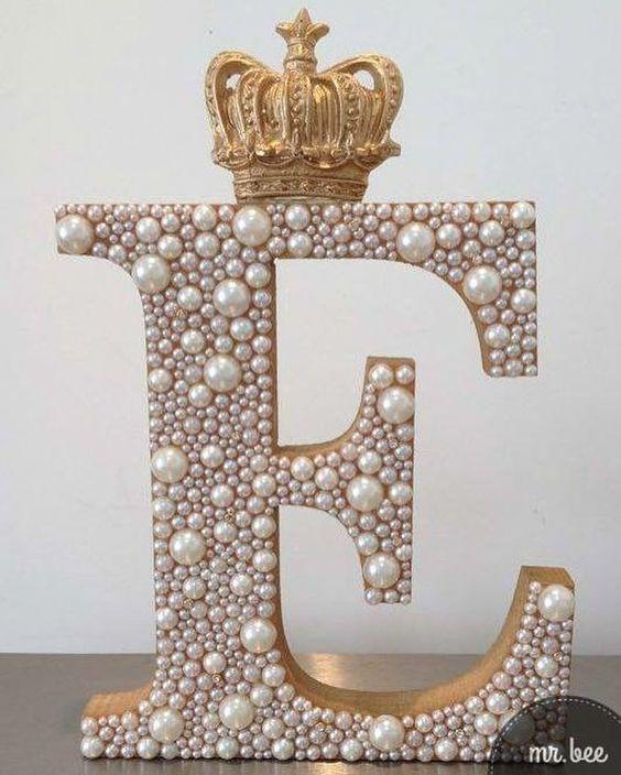 letras decorativas - letra e com miçangas e coroa
