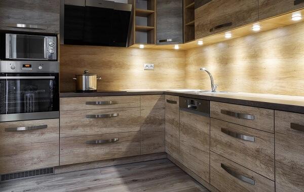 Cozinha com Spot de luz led embutida no móvel