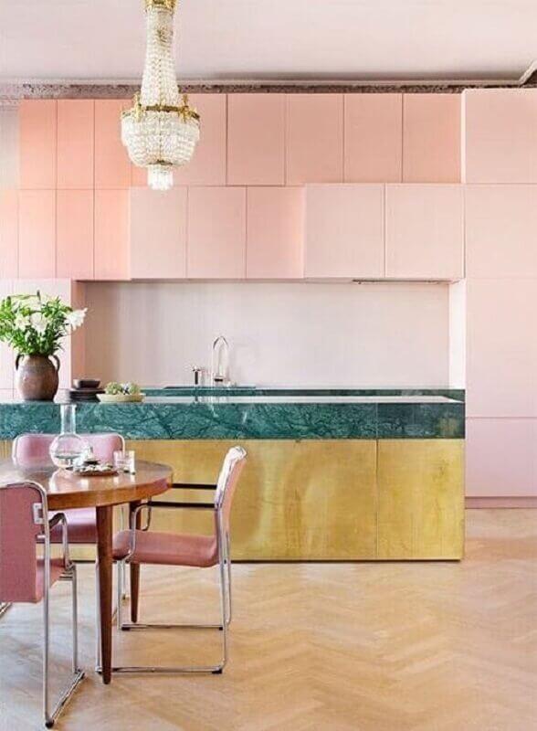 lustre de cristal para cozinha rosa planejada Foto The Nordroom