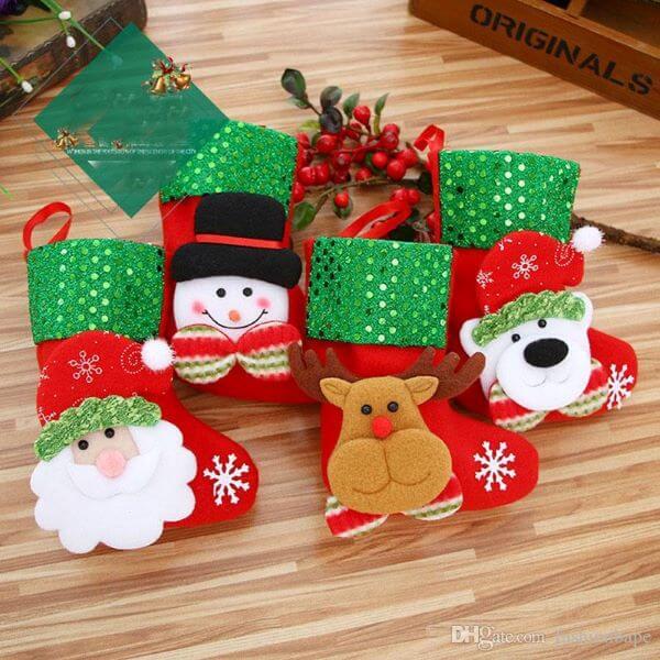 Meias de natal decoradas com o papai noel
