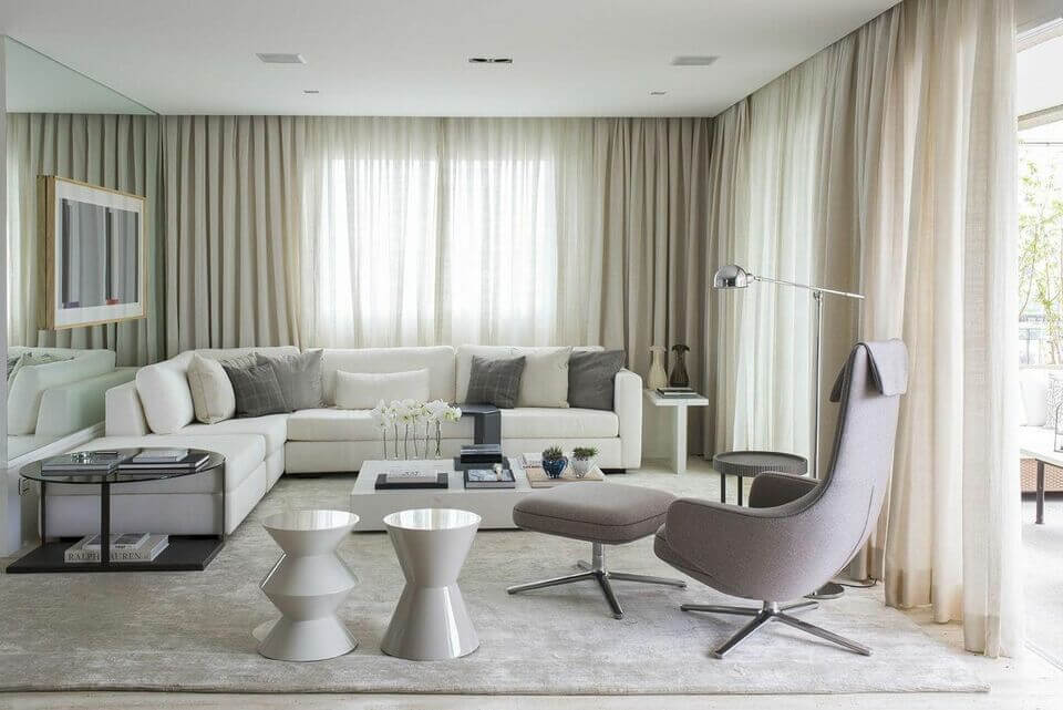 mesa de canto para sala - mesa circular em sala com tons neutros