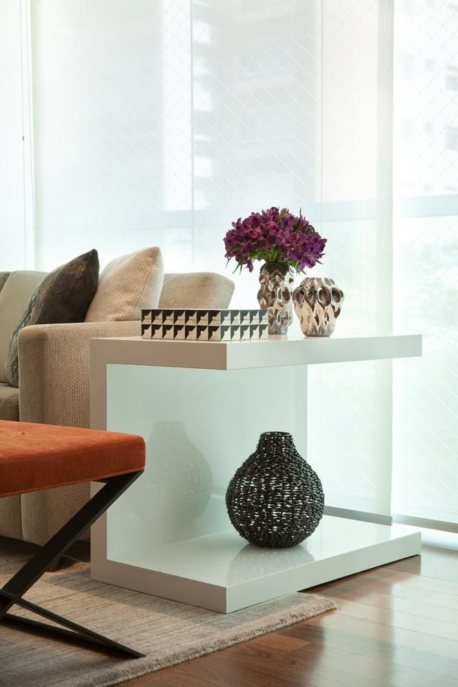 mesa de canto para sala - sala de estar com mesa de canto branca