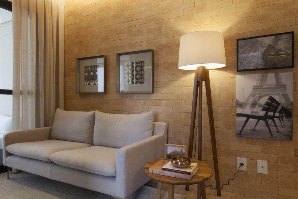 mesa de canto para sala - sala de estar com mesa de canto de madeira