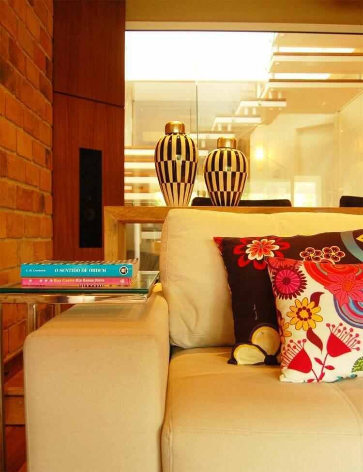 mesa de canto para sala - sofá com mesa de canto de vidro