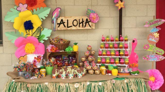 Mesa de doces para festa de 18 anos havaiana
