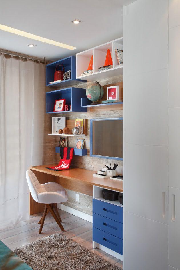 Mesa de estudo infantil para quarto pequeno