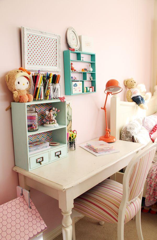 Mesa para estudo branca de madeira